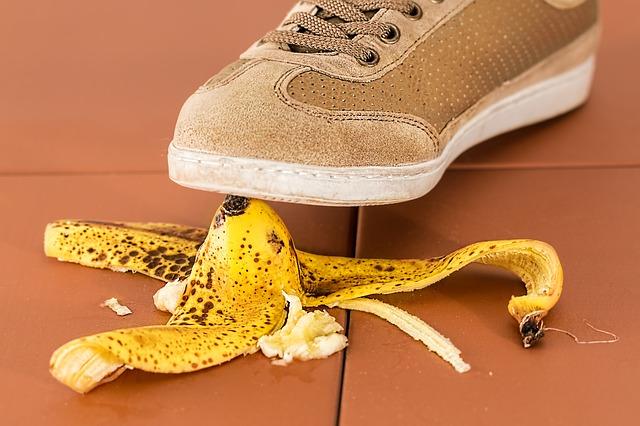 uklouznutí na banánové šlupce
